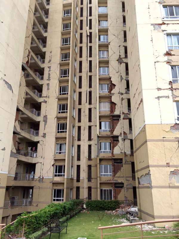 Kathmandu (Nepal): A high-rise apartment in Kathmandu develops cracks after the earthquake in Nepal, on April 25, 2015. The US Geological Survey said the epicentre was at Lamjung in Nepal - a ...