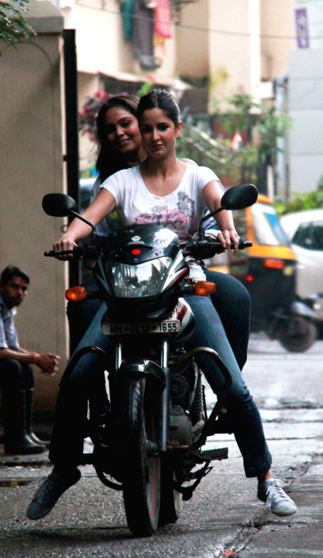 katrina kaif takes rides - photo #21