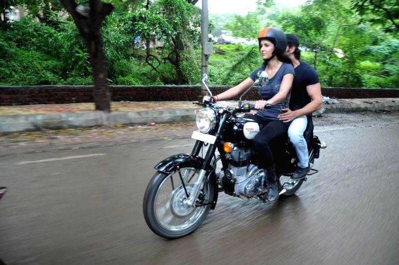 katrina kaif takes rides - photo #12