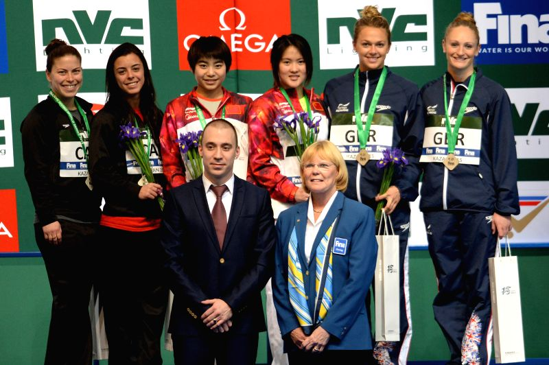 Chen Ruolin (Back, 3rd R) and Liu Huixia (Back, 3rd L) of China pose for photo during the awarding ceremony of the women's 10m synchro platform final at FINA Diving ...