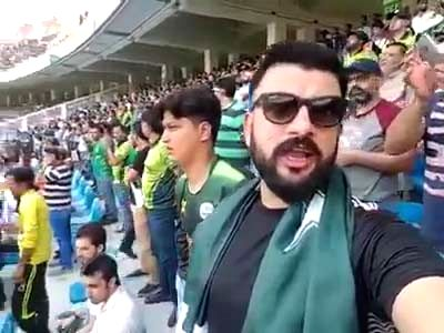 Keeping the age-old rivalry aside, a Pakistan supporter was seen singing the Indian national anthem before the two teams crossed swords for their marquee World Cup clash at Old Trafford on Sunday. Clad in a black t-shirt with the Pakistan flag around