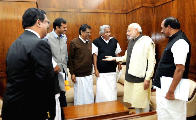 Kerala Chief Minister Oommen Chandy calls on Prime Minister Narendra Modi, in New Delhi on Dec 11, 2015. - Oommen Chandy and Narendra Modi