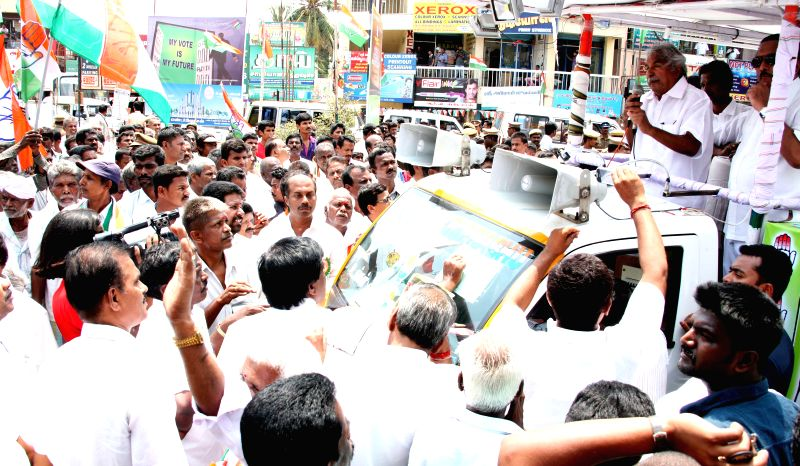 Kerala Chief Minister Oommen Chandy during an election Campaign rally supporting Congress Candidate in Coimbatore on April 19, 2014.