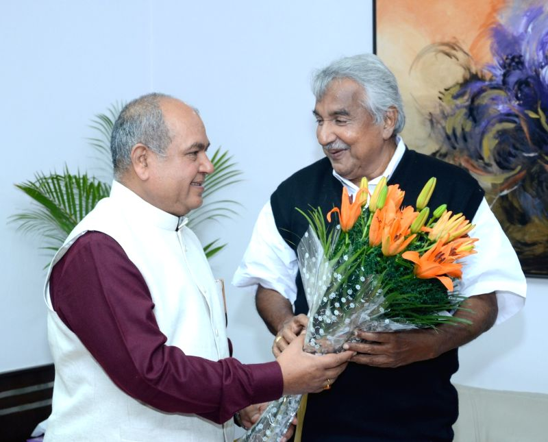 Kerala Chief Minister Oommen Chandy meets the Union Minister for Mines and Steel Narendra Singh Tomar, in New Delhi on Dec 11, 2015. - Oommen Chandy