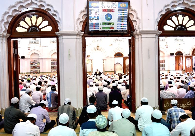 Khateeb and Imam Maulana Muhammad Maqsood Imran Rashadi during a programme to condemn the 13/11 Paris blasts at Jama Masjid in Bengaluru on Nov 20, 2015.