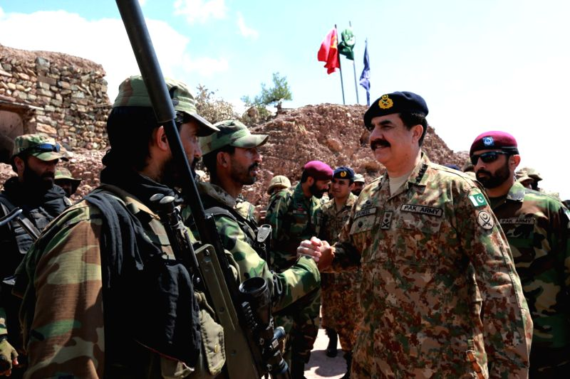 Photo provided by the Pakistan army's Inter-Services Public Relations (ISPR) office on April 8, 2015 shows Pakistani Army Chief General Raheel Sharif (2nd R) ...