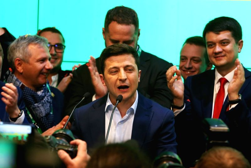 Kiev, April 21, 2019 (Xinhua) -- Ukraine's presidential candidate and actor Volodymyr Zelensky (C) delivers a speech at his campaign headquarters in Kiev, Ukraine, April 21, 2019. Ukrainian actor Volodymyr Zelensky thanked voters for supporting him i