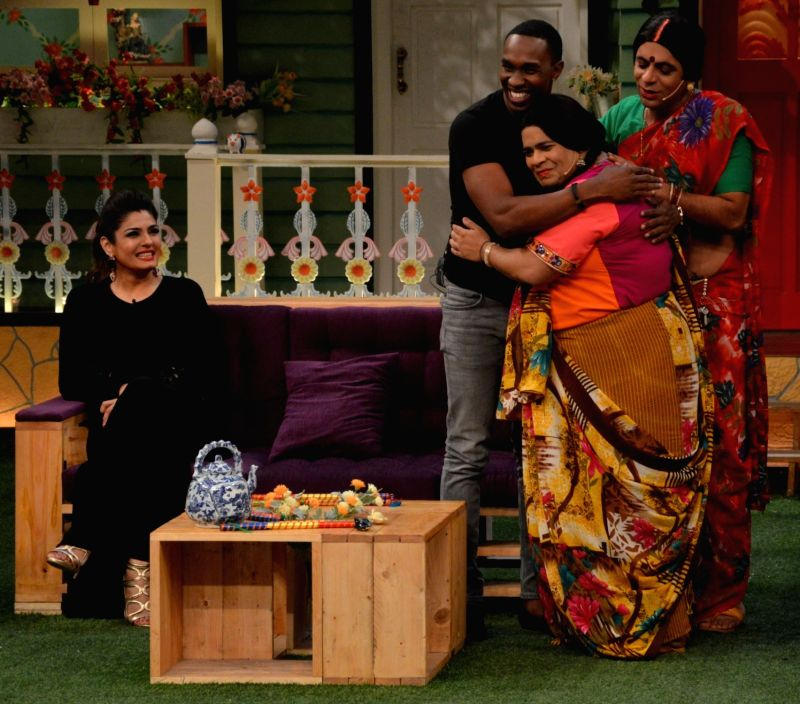 Kiku Sharda and Sunil Grover with DJ Dwayne Bravo  on the sets of Sony Entertainment Television`s The Kapil Sharma Show, in Mumbai on May 16, 2016.