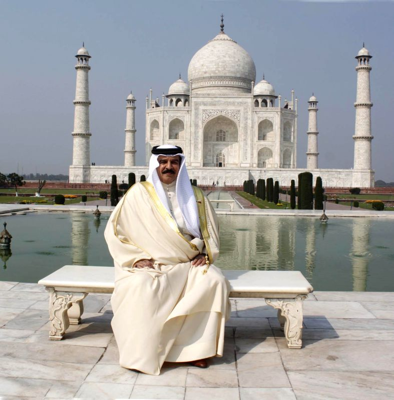King of Bahrain Hamad Bin Isa Al Khalifa during his visit to Taj Mahal ...