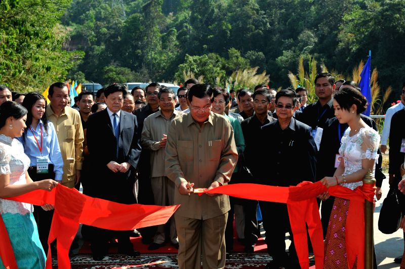 Cambodian Prime Minister Hun Sen (C, front) cuts the ribbon to inaugurate the Chinese-built 338-megawatt Russei Chrum Krom River hydropower dam in Koh Kong ... - Hun Sen