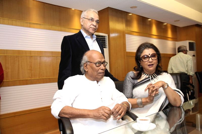 Actor Dhritiman Chatterjee, filmmaker Aparna Sen and writer Shankha Ghosh during the premier of film `Shajarur Kanta` in Kolkata on March 20, 2015. - Dhritiman Chatterjee and Shankha Ghosh