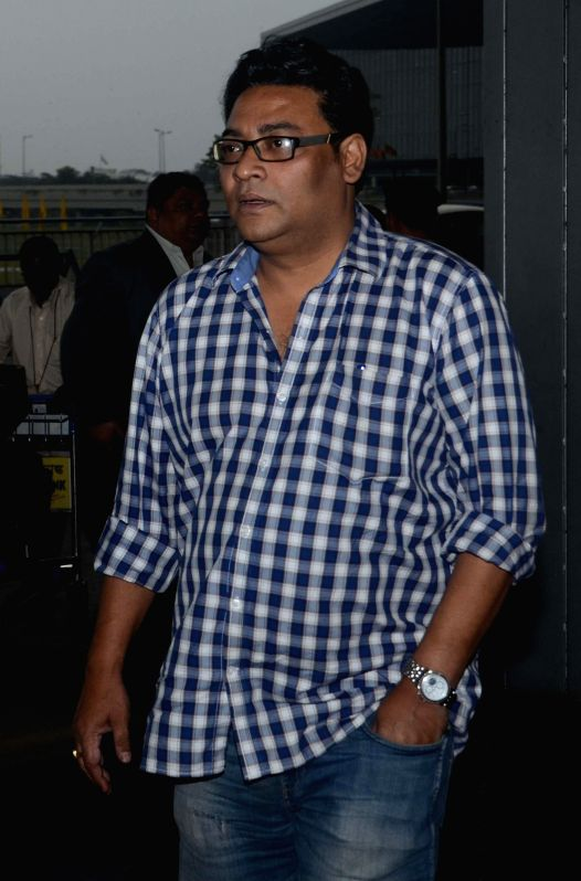 Actor Indranil Sen arrives at Kolkata Airport before departing for Bangladesh as a part of West Bengal Chief Minister Mamata Banerjee's delegation on Feb 19, 2015. - Indranil Sen