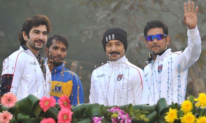 Actor Jeet, cricketer Ashoke Dinda, actor Tota and cricketer Laxmi Ratan Sukla participate in 25K Kolkata Marathon on Dec 28, 2014. - Jeet