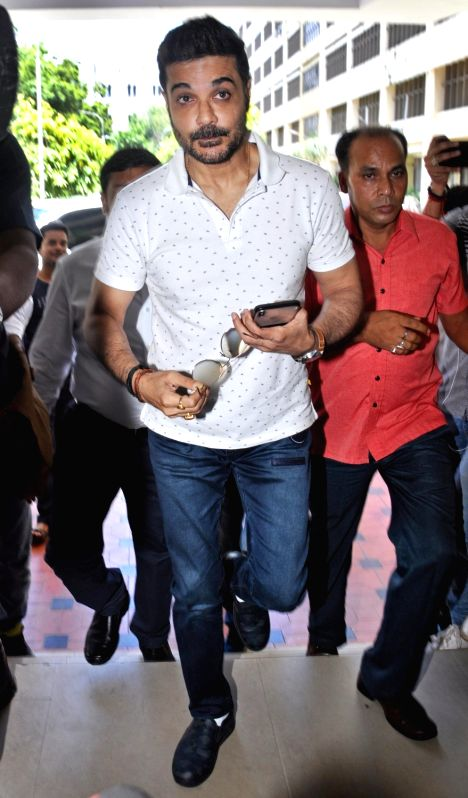 Kolkata: Actor Prasenjit Chatterjee arrives to appear before the Enforcement Directorate (ED) in connection with Rose Valley chit fund case at CGO Complex in Kolkata on July 19, 2019.  (Photo: Kuntal Chakrabarty/IANS)