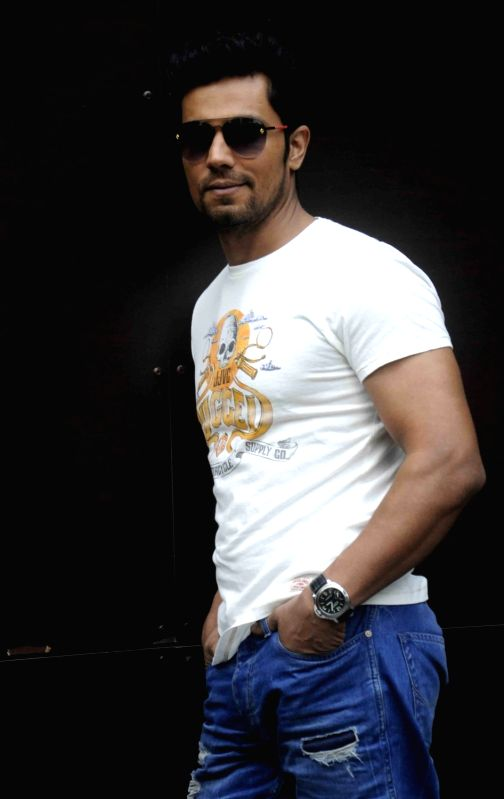 :Kolkata: Actor Randeep Hooda during a press conference organised to promote his film `Main Aur Charles` in Kolkata on Nov. 4, 2015. .