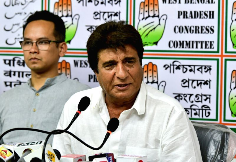Kolkata: Actor-turned-politician Congress leader Raj Babbar addresses a press conference, in Kolkata, on April 26, 2019.