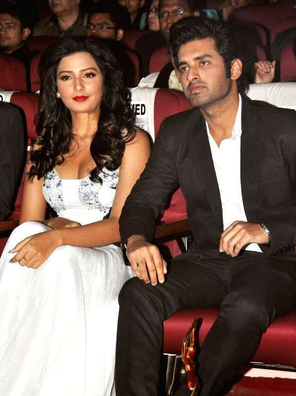 Actors Ankush Hazra and Subhashree Ganguly  during the 23rd Kalakar Awards in Kolkata on Jan 11, 2014. - Ankush Hazra and Subhashree Ganguly