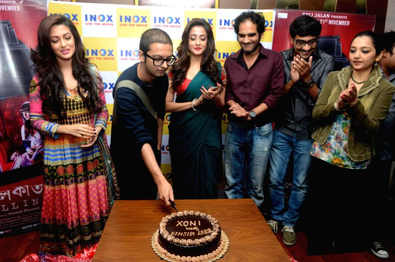 Actors Raima Sen, Riya Sen, Koushik Sen, June Malia with film director Mainak Bhaumik during the premiere of Bengali film `Kolkata Calling` in Kolkata on Nov. 20, 2014. - Raima Sen, Riya Sen, Koushik Sen and June Malia