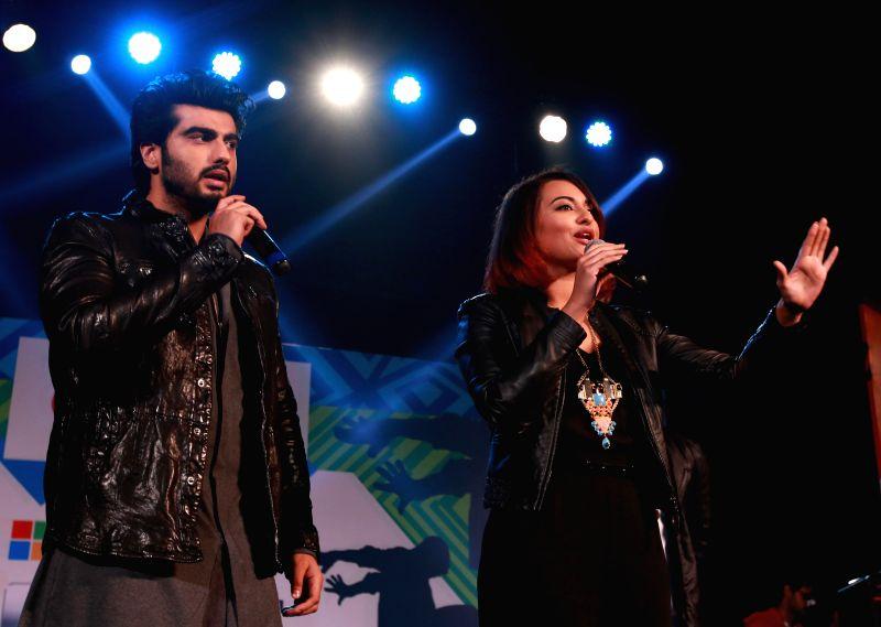 Actors Sonakshi Sinha and Arjun Kapoor during a programme in Kolkata on Dec 23, 2014.