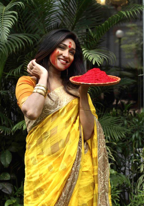 Actress Rituparna Sengupta celebrates `Holi` in Kolkata, on March 3, 2015. - Rituparna Sengupta