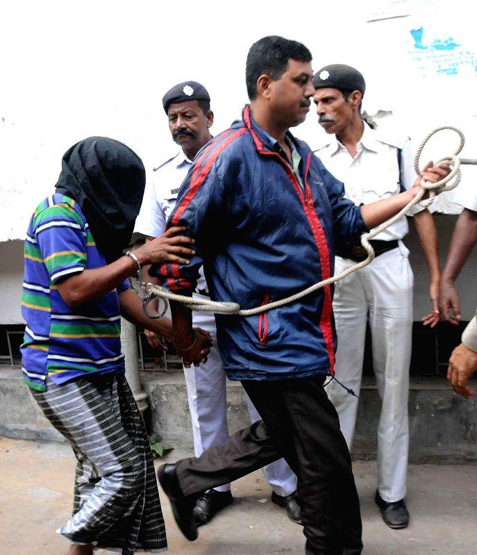 Bangladesh citizen Sheikh Rahamatulla alias Sajid being taken to be produced at a Kolkata court on Dec 2, 2014.