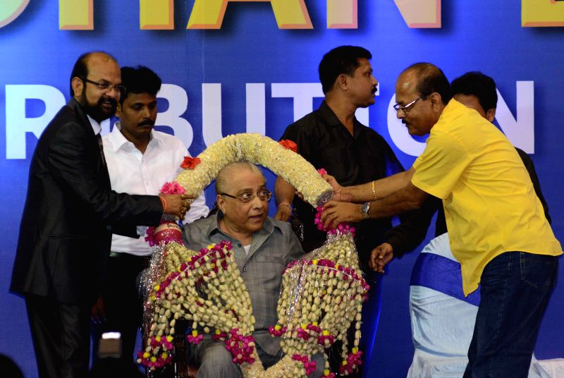 BCCI president Jagmohan Dalmia being felicitated during a CAB programme in Kolkata on April 2, 2015.