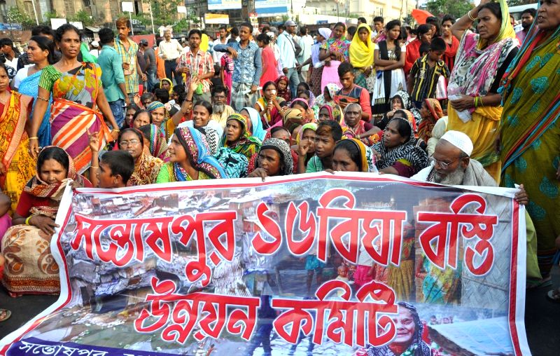Kolkata: Bhangar Jomi Jibika Rokkha Committee members take out a rally against West Bengal Government demanding suspension of Power grid project from Bhangar and release of the agitators of ...
