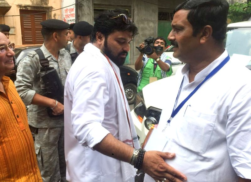 Kolkata: BJP leaders Babul Supriyo and Rahul Sinha during the seventh and the last phase of 2019 Lok Sabha Elections at a polling booth in Kolkata, on May 19, 2019. (Photo: Kuntal Chakrabarty/IANS)