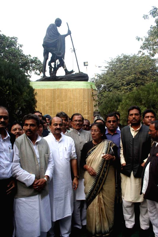 Congress workers took out a rally paying homage to Mahatma Gandhi on 'Martyr's Day' in Kolkata on Jan 30, 2015.