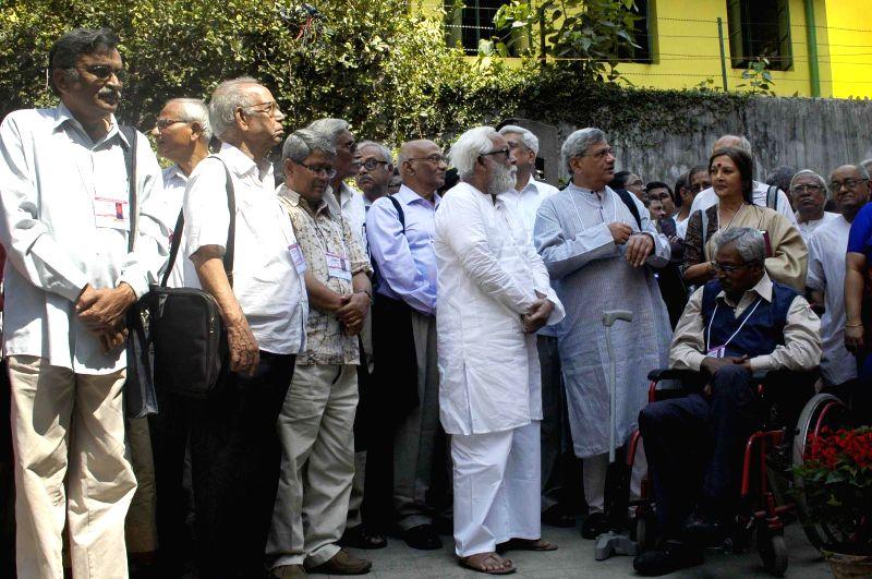 CPI(M) General Secretary Prakash Karat, party leaders Buddhadeb Bhattacharya, Surya Kanta Misra, Sitaram Yeachuri, Brinda Karat, S.R Pilai, Nirupam Sen and others during 24th West Bengal ...