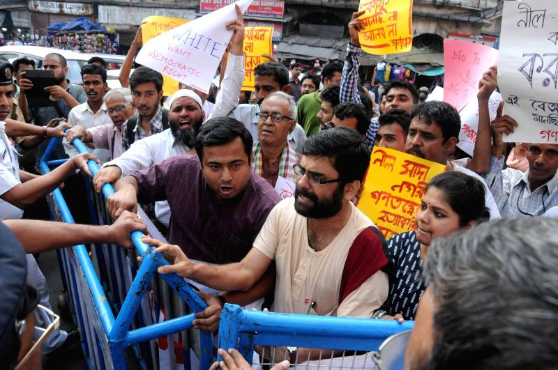 Expelled CPI (M) MLA Abdur Razzak Molla takes part in `Ganamancha` rally to protest against Kolkata Municipal Corporation`s move of giving tax exemptions to buildings painted in blue and ...