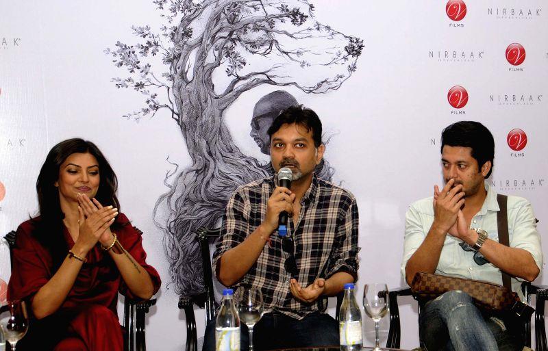 Filmmaker Srijit Mukherji with actors Sushmita Sen and Jisshu Sengupta during a press conference regarding their upcoming film `Nirbaak` in Kolkata, on April 29, 2015. - Srijit Mukherji, Sushmita Sen and Jisshu Sengupta