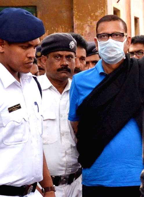 Former Congress minister Matang Singh being taken to be produced in a Kolkata court in connection with the multi-crore-rupee Sardha chit fund scam, on Feb 21, 2015.
