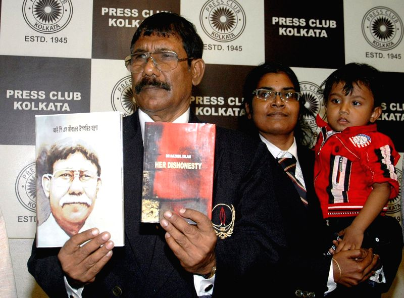 Former IPS officer Dr. Nazrul Islam at the launch of his books `IPS Jibaner Upalabdhir Jantrana` and `Her Dishonesty`at Press Club in Kolkata, on Nov 25, 2014.