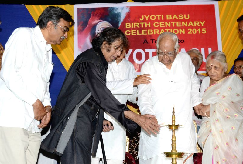 Former Lok Sabha Speaker Somnath Chatterjee, the leader of opposition in West Bengal assembly Suryakanta Misra, painter Wasim Kapoor during inauguration of Jyoti Basu's birth centenary ... - Somnath Chatterjee and Wasim Kapoor