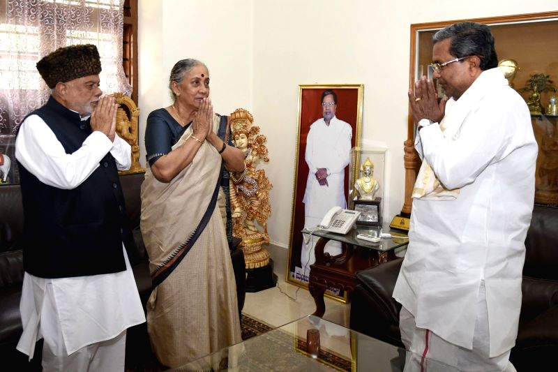Kolkata : Former Rajasthan Governor Margret Alva and  former Railway Minister C.K. Jaffer Sharief call on Karnataka Chief Minister Siddaramaiah in Bengaluru, on Aug 8, 2016. - C.