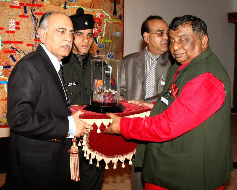 GOC-in-C of Eastern Command Lt Gen MMS  Rai (left) presents a replica of Vijay Smarak to Bangladesh Social Welfare Minister Syed Mohsin Ali in Kolkata, on Dec 15, 2014. A delegation of ... - Syed Mohsin Ali