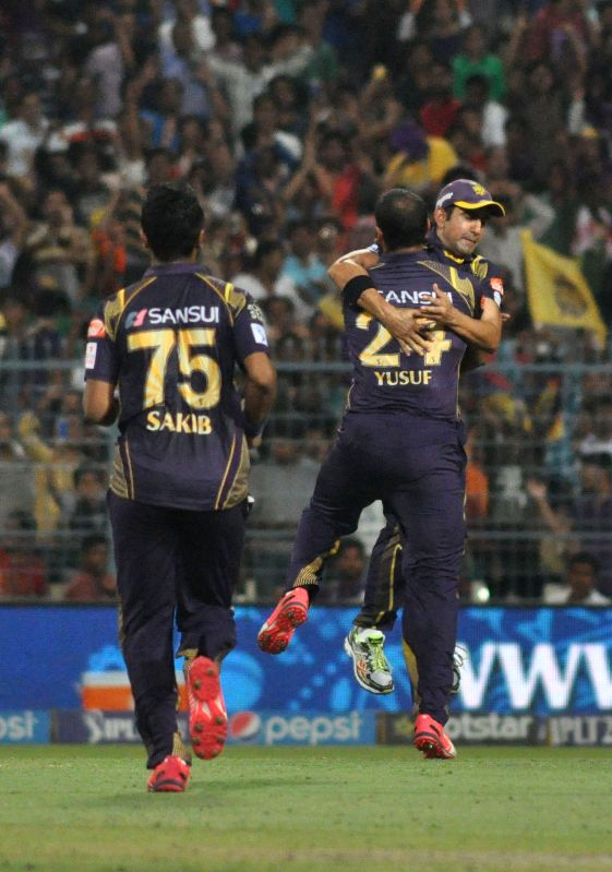 KKR players celebrate fall of wicket during IPL match between Kolkata Knight Riders (KKR) and Royal Challengers Bangalore (RCB) at Eden Gardens in Kolkata on April 11, 2015.