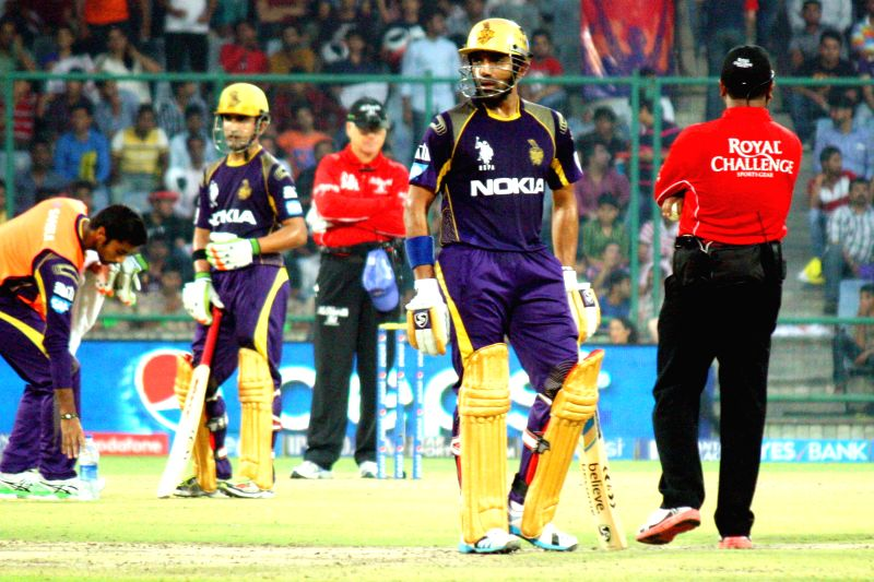 Kolkata Knight Riders batsman Robin Uthappa and Gautam Gambhir during the 28th match of IPL 2014 between Delhi Daredevils and Kolkata Knight Riders at Feroz Shah Kotla stadium in New Delhi on May 7, . - Robin Uthappa and Feroz Shah Kotla