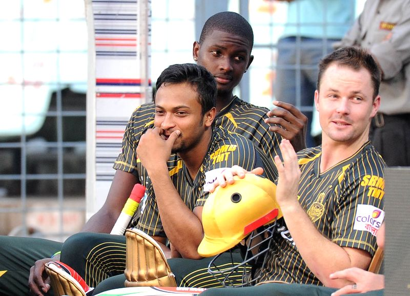 Kolkata Knight Riders players Shakib Al Hasan and Jason Holder during a practice session ahead of IPL Season 9 at Eden Gardens in Kolkata on April 7, 2016.