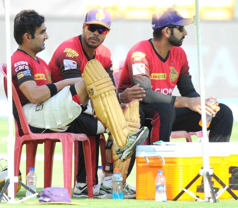 Kolkata Knight Riders skipper Gautam Gambhir and Umesh Yadav during a practice session ahead of their playoff match against Sunrise Hyderabad at Chinnaswamy Stadium in Bengaluru on May 16, ... - Umesh Yadav