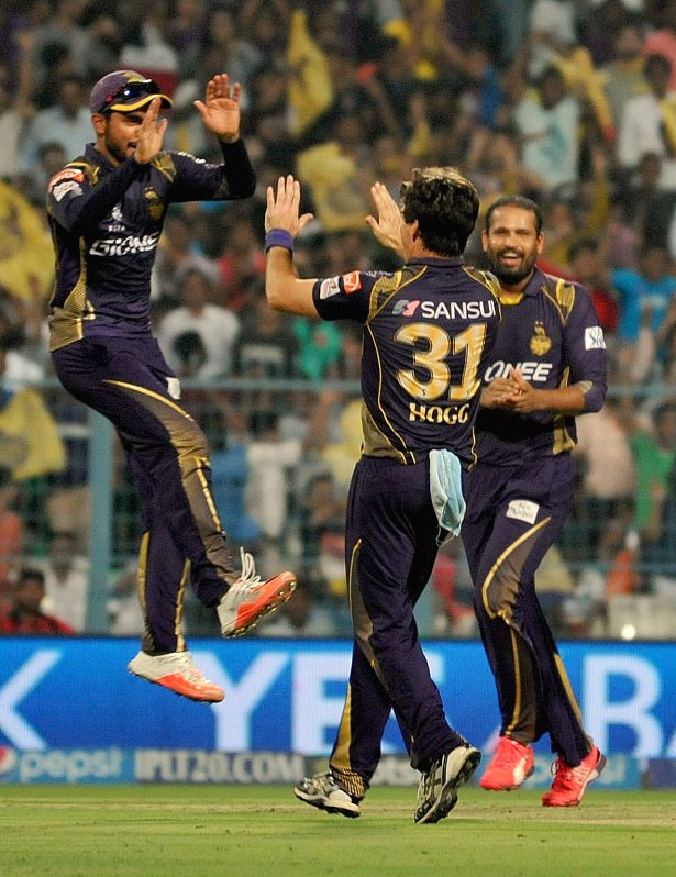 Kolkata Knight Riders bowler Brad Hogg, Yusuf Pathan and Manish Pandey celebrate fall of a wicket during an IPL 2015 match between Kolkata Knight Riders and Sunrisers Hyderabad at the Eden ... - Brad Hogg and Manish Pandey