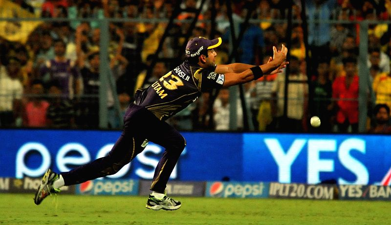 Kolkata Knight Riders captain Gautam Gambhir misses the catch of Dwayne Bravo during an IPL-2015 match between Chennai Super Kings and Kolkata Knight Riders in Kolkata, on April 30, 2015. - Gautam Gambhir