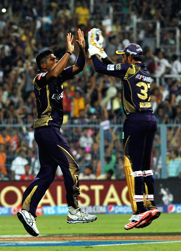 Kolkata Knight Riders (KKR) players Umesh Yadav and Robin Uthappa celebrate fall of Aaron Finch's wicket during an IPL - 2015 match between Kolkata Knight Riders (KKR) and Mumbai Indians ... - Umesh Yadav