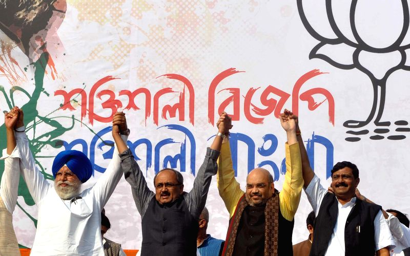 (L to R) BJP MP from Darjeeling S.S Ahluwalia, BJP leader Siddharth Nath Singh, BJP chief Amit Shah and West Bengal BJP chief Rahul Sinha during a party rally in Kolkata, on Nov 30, 2014. - Siddharth Nath Singh and Rahul Sinha