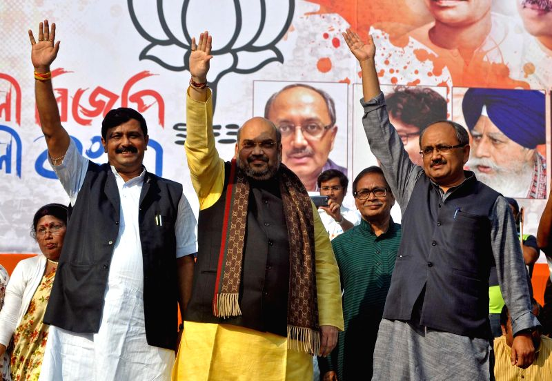 (L to R) West Bengal BJP chief Rahul Sinha, BJP chief Amit Shah and party leader Siddharth Nath Singh during a party rally in Kolkata, on Nov 30, 2014. - Rahul Sinha and Siddharth Nath Singh
