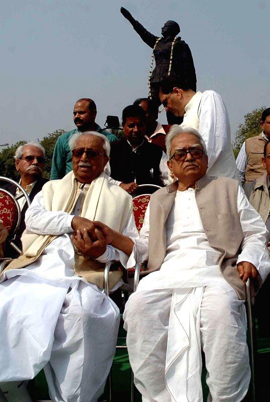 Left Front chairman Biman Bose with Forward Bloc leader Ashok Ghosh during a programme organised on Netaji Subhas Chandra Bose's birth anniversary in Kolkata, on Jan 23, 2015. - Biman Bose and Ashok Ghosh