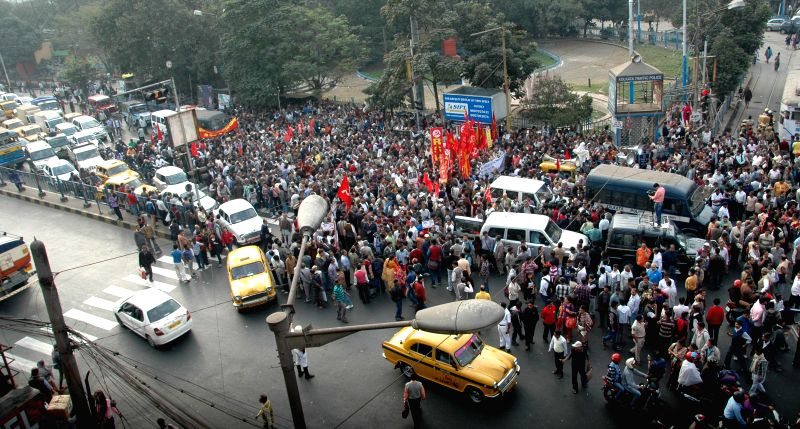 Left front leaders take part in a rally demanding arrest of persons involved in Saradha chit fund scam in Kolkata on Dec 13, 2014.