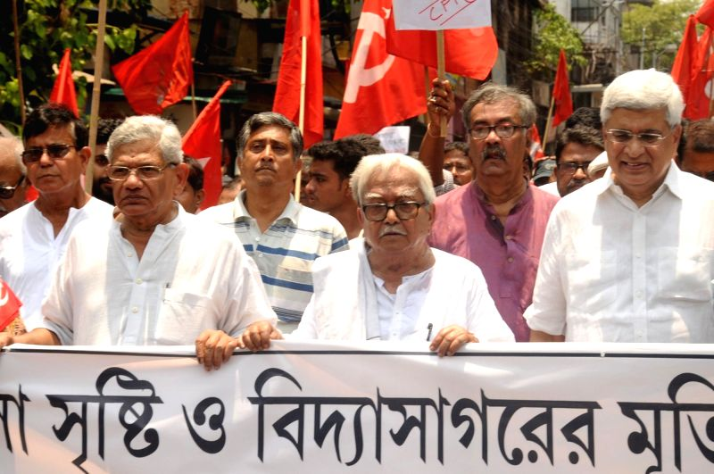 Kolkata: Left leaders and activists led by Left Front chairman Biman Bose and CPI-M leaders Sitaram Yechury and Prakash Karat participate in a protest rally to condemn the vandalism at a north Kolkata college and destruction of Bengali polymath Vidya