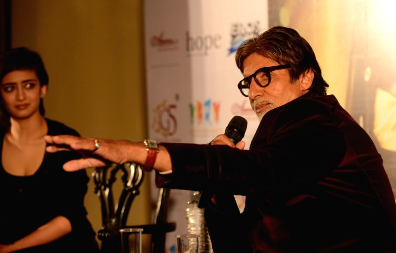 Megastar Amitabh Bachchan with daughter of actor Kamal Hasan and actress Akshara Hasan during promotion of upcoming film 'Shamitabh' in Kolkata on Jan 24, 2015. (PHOTO : IANS ) - Kamal Hasan and Megastar Amitabh Bachchan